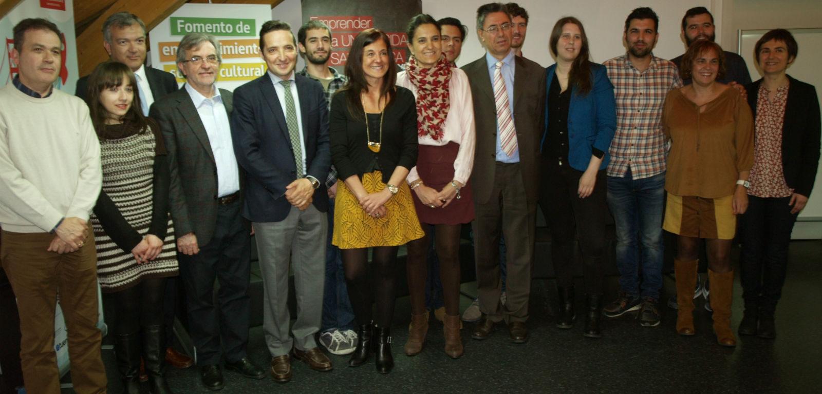 Inauguración del HUB con responsables de emprendimiento de la USAL y estudiantes