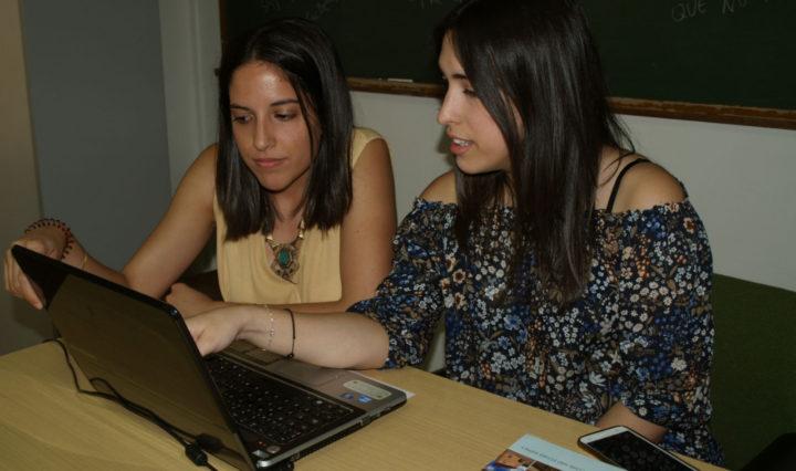 Las dos investigadoras del área de Filología Inglesa